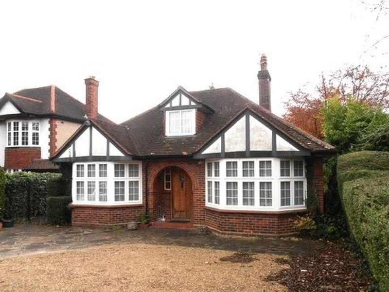 2 Bedrooms Bungalow for sale in Fir Tree Road, Epsom Downs