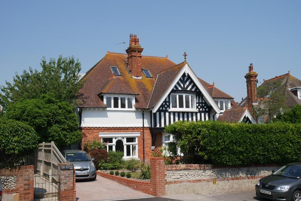 3 Bedrooms Flat for sale in 4 Prideaux Road, Eastbourne, BN21