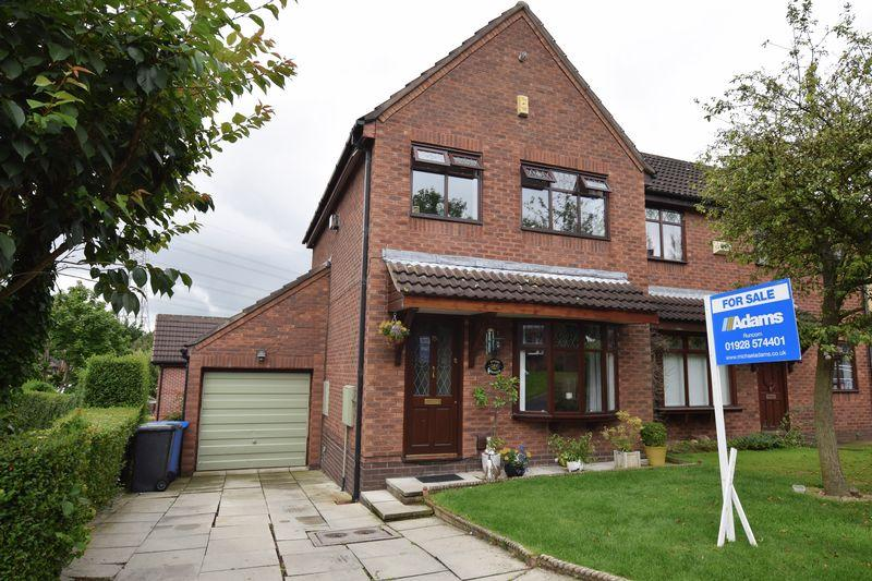 3 Bedrooms Semi Detached House for sale in Ashbury Close, Runcorn