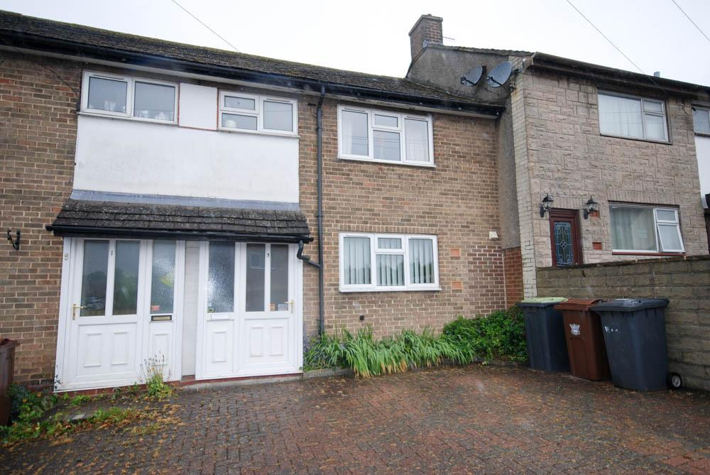 3 Bedrooms Terraced House for sale in Edensor Avenue, Buxton