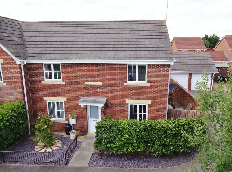 4 Bedrooms Semi Detached House for sale in Primrose Close, Oakley Vale, Corby