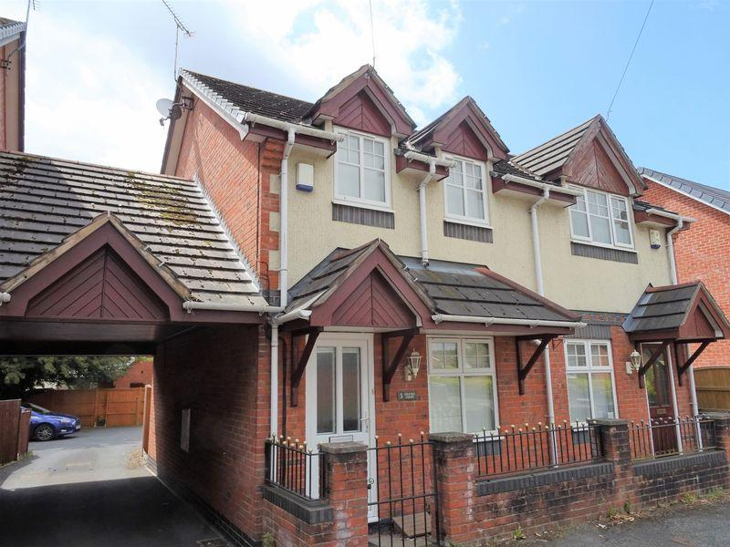 2 Bedrooms Semi Detached House for sale in Lodge Road, Stansty, Wrexham