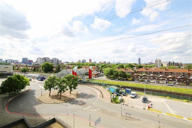 1 Bedroom Flat for sale in The Oxygen, 17 Seagull Lane, London
