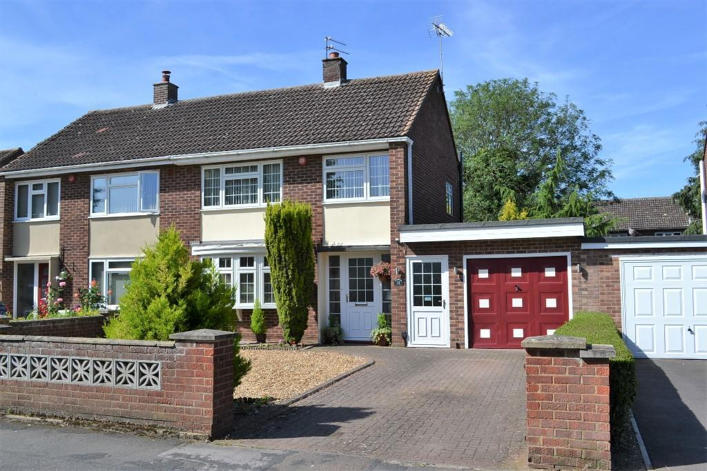 3 Bedrooms Semi Detached House for sale in Adastral Close, Newmarket, CB8