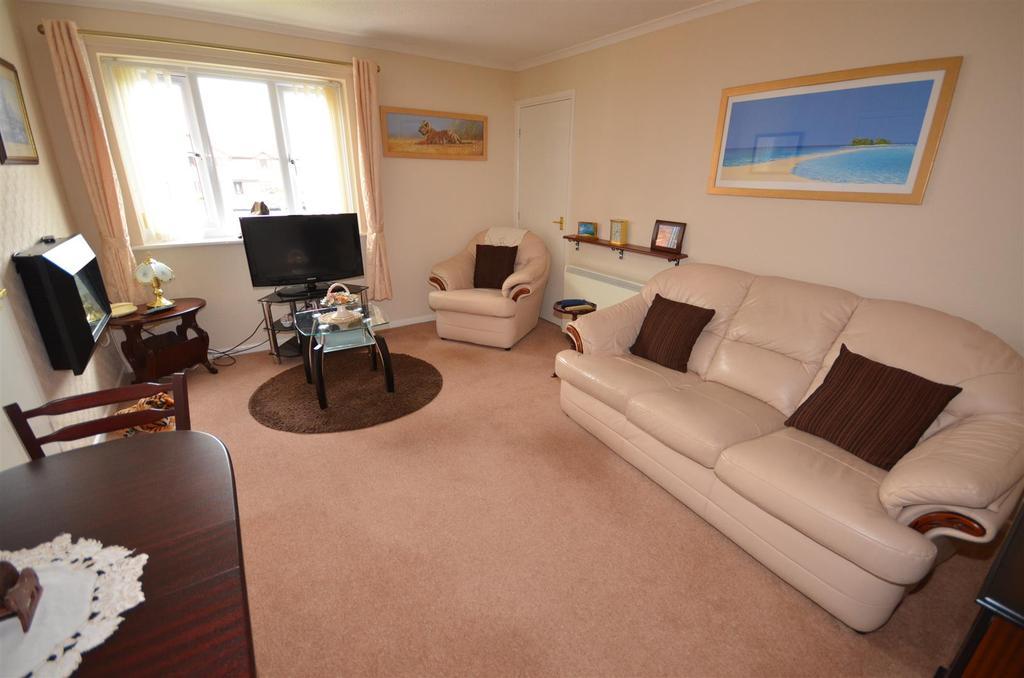 2 Bedrooms Flat for sale in Parklands, Rainford