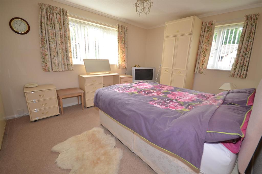 2 Bedrooms Flat for sale in Parklands, Rainford