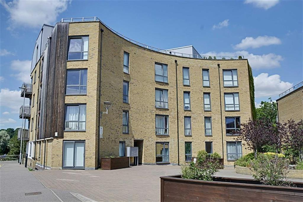 2 Bedrooms Flat for sale in Elder Court, Hertford, Herts, SG13