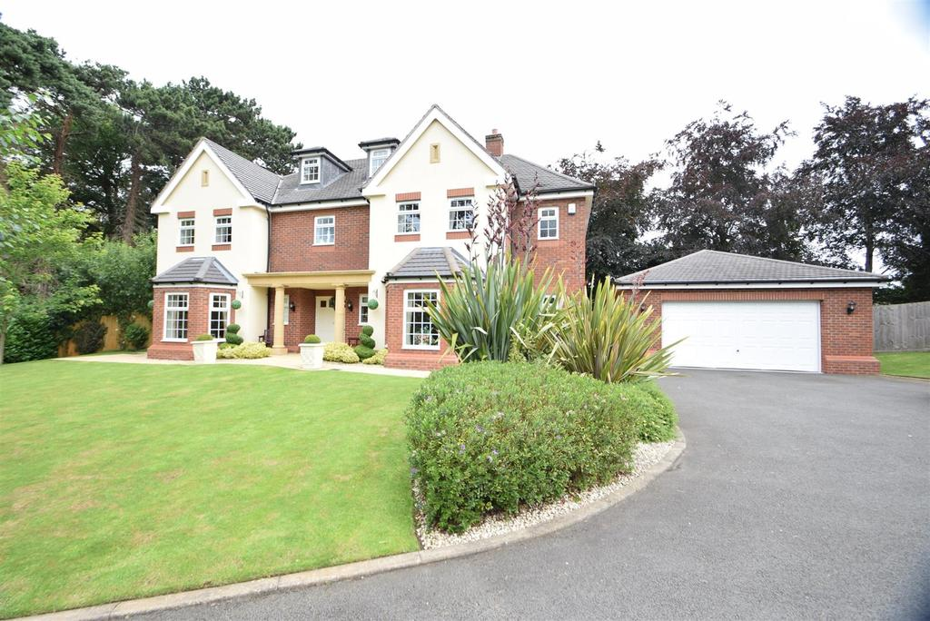5 Bedrooms Detached House for sale in Puligney House, 29 Donnerville Gardens, Admaston, Telford TF5 0DE