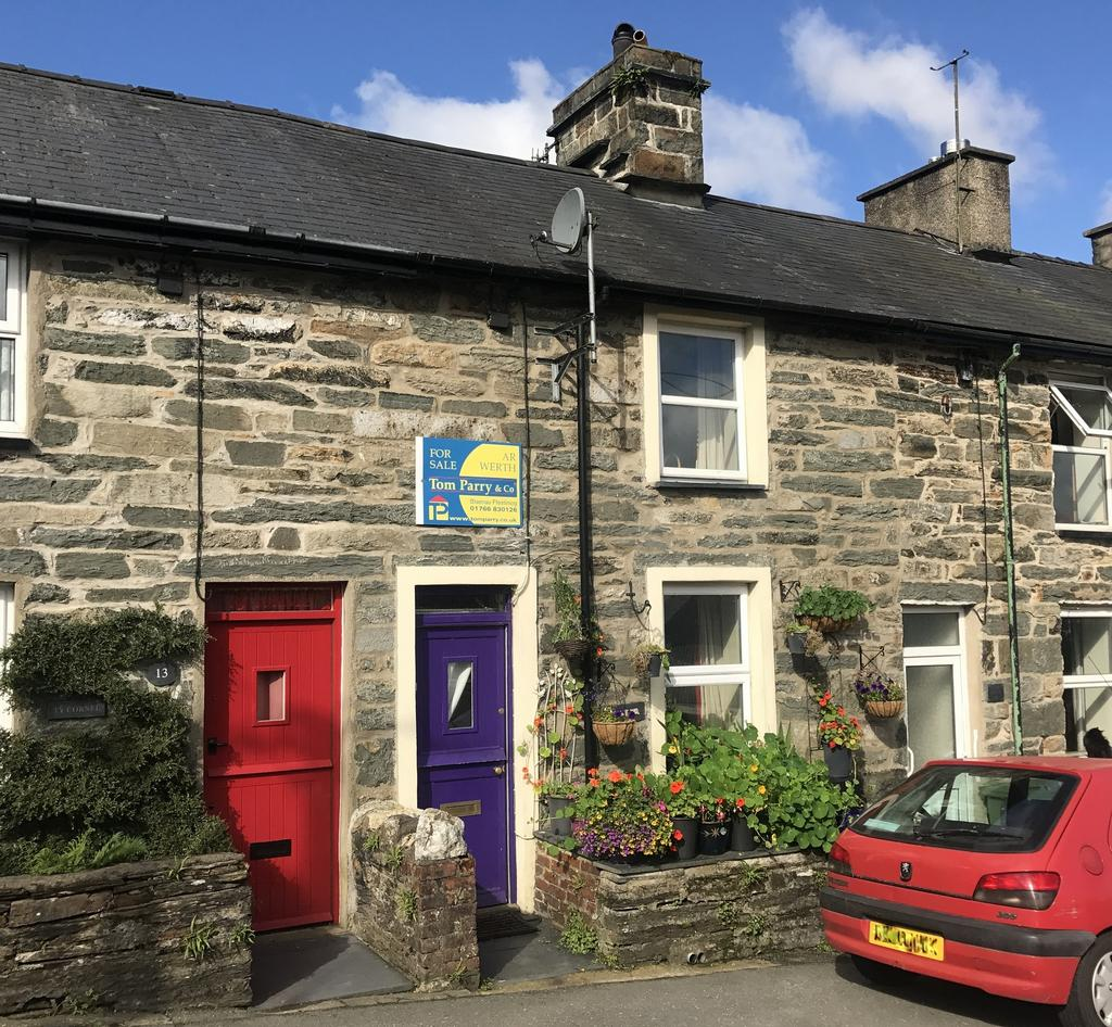 2 Bedrooms Cottage House for sale in Tyn y Maes, LLAN FFESTINIOG LL41