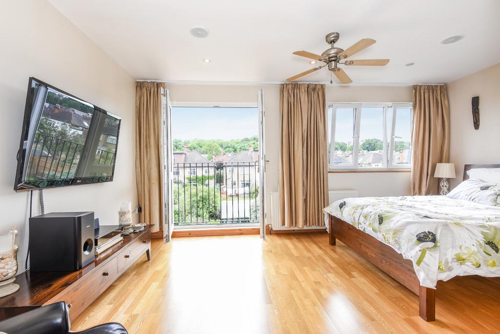 4 Bedrooms Semi Detached House for sale in Mundania Road East Dulwich SE22
