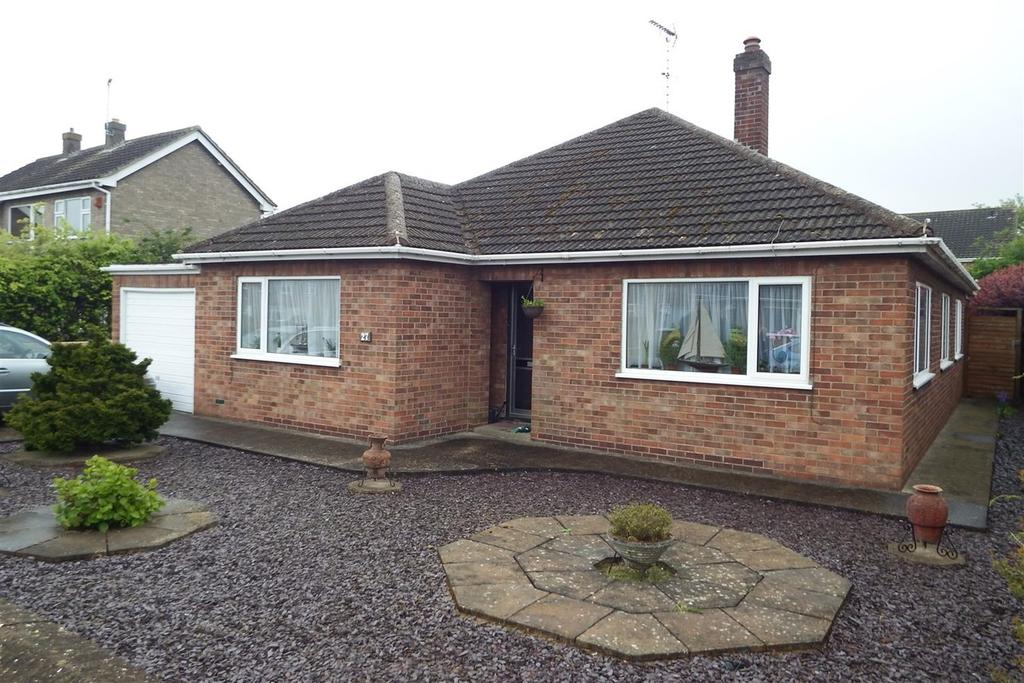 2 Bedrooms Detached Bungalow for sale in Grange Drive, Spalding, PE11