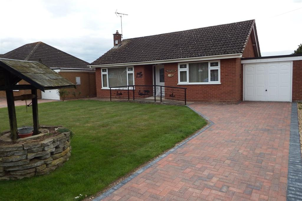 2 Bedrooms Detached Bungalow for sale in Westmoreland Road, Moulton, PE12