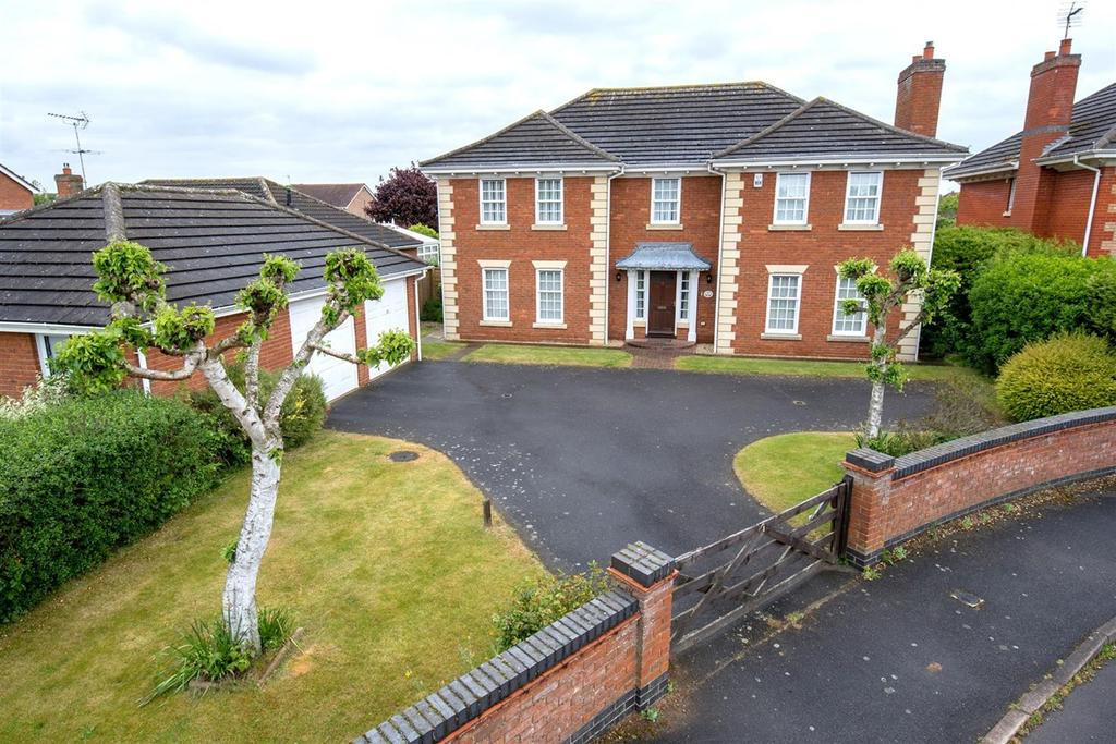 4 Bedrooms Detached House for sale in The Grove, Spalding, PE11