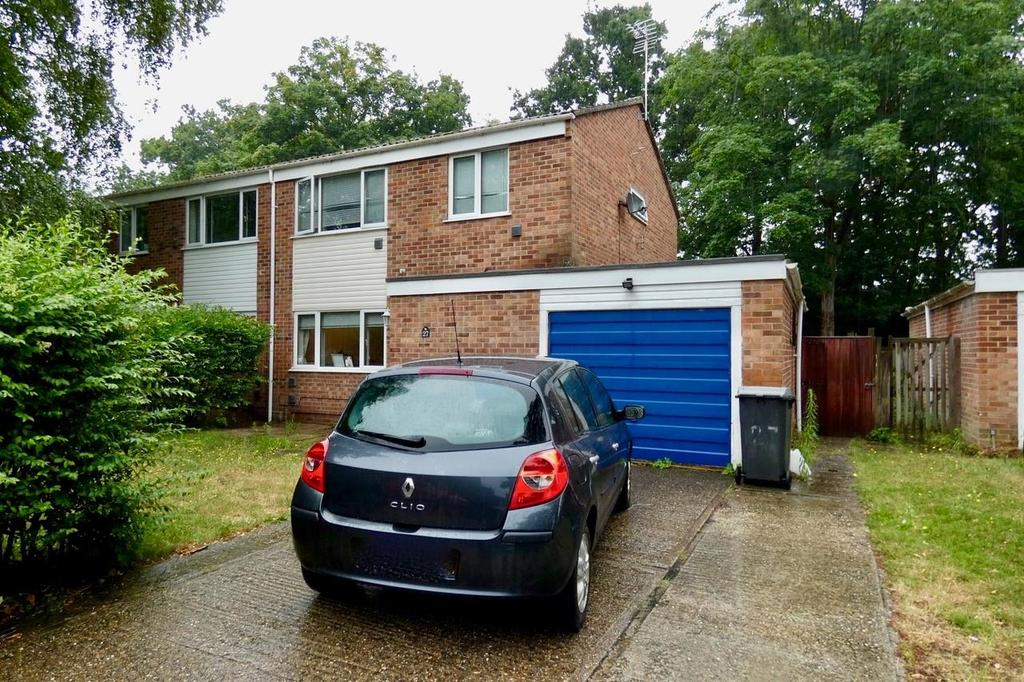 4 Bedrooms Semi Detached House for sale in Woodlands Way, Mildenhall
