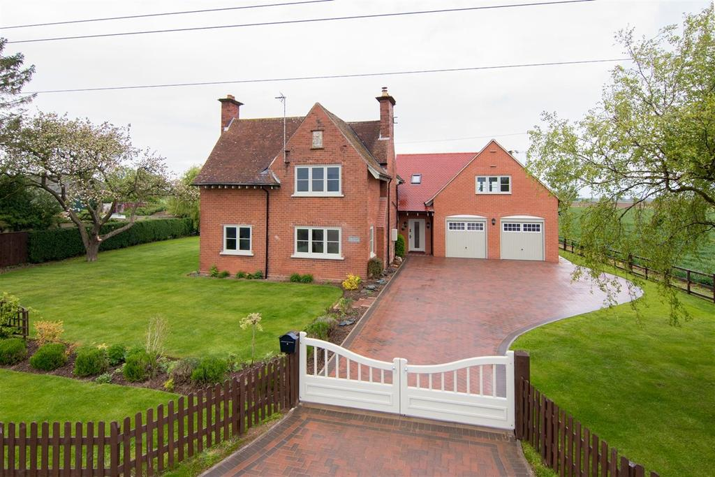 4 Bedrooms Detached House for sale in Stockwell Gate West, Whaplode, PE12