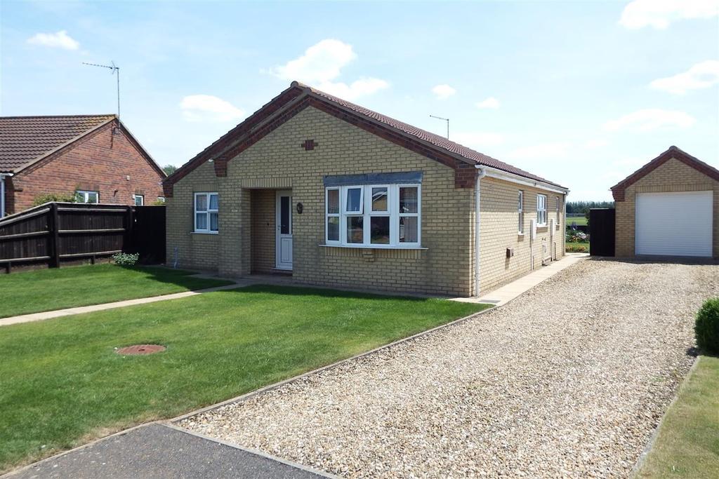 3 Bedrooms Detached Bungalow for sale in Skelton Drive, Long Sutton, PE12