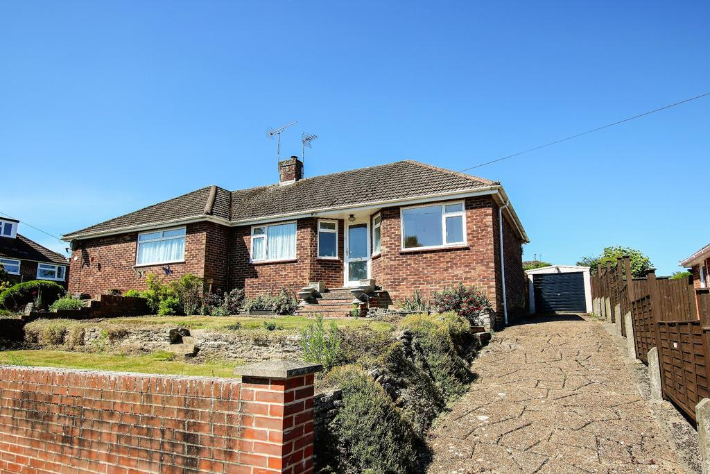 2 Bedrooms Bungalow for sale in West End, Southampton