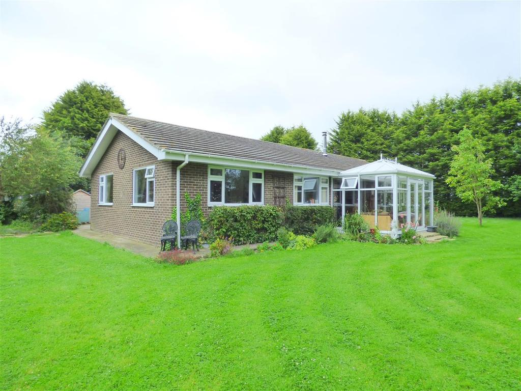 5 Bedrooms Detached Bungalow for sale in 50 Greens Lane, WAWNE, East Riding of Yorkshire, HU7 5XT