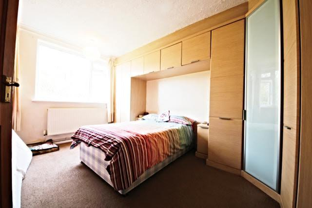 2 Bedrooms Flat for sale in Traemore Court, Knollys Road, Streatham SW16