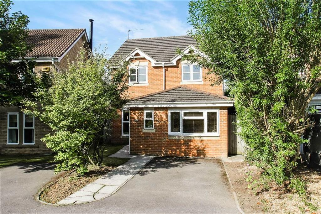 4 Bedrooms Detached House for sale in Huron Drive, Liphook, Hampshire, GU30