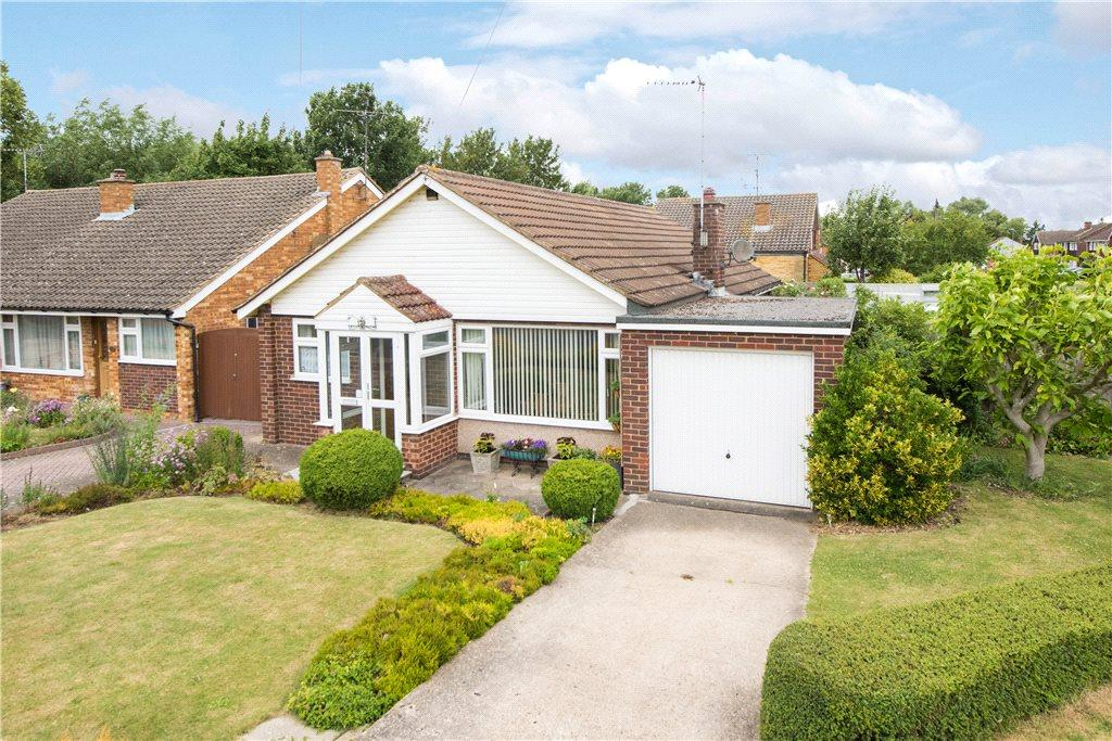 3 Bedrooms Detached Bungalow for sale in Broughton Avenue, Aylesbury, Buckinghamshire