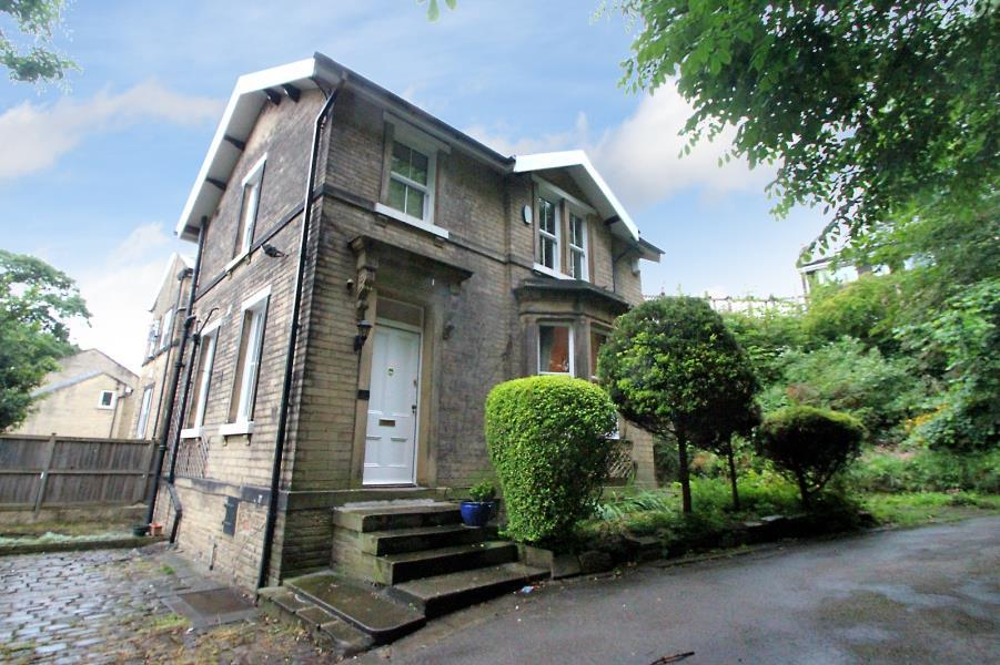 3 Bedrooms Lodge Character Property for sale in KIRKLANDS LODGE HOUSE, KIRKBOURNE GROVE, BD17 6HW