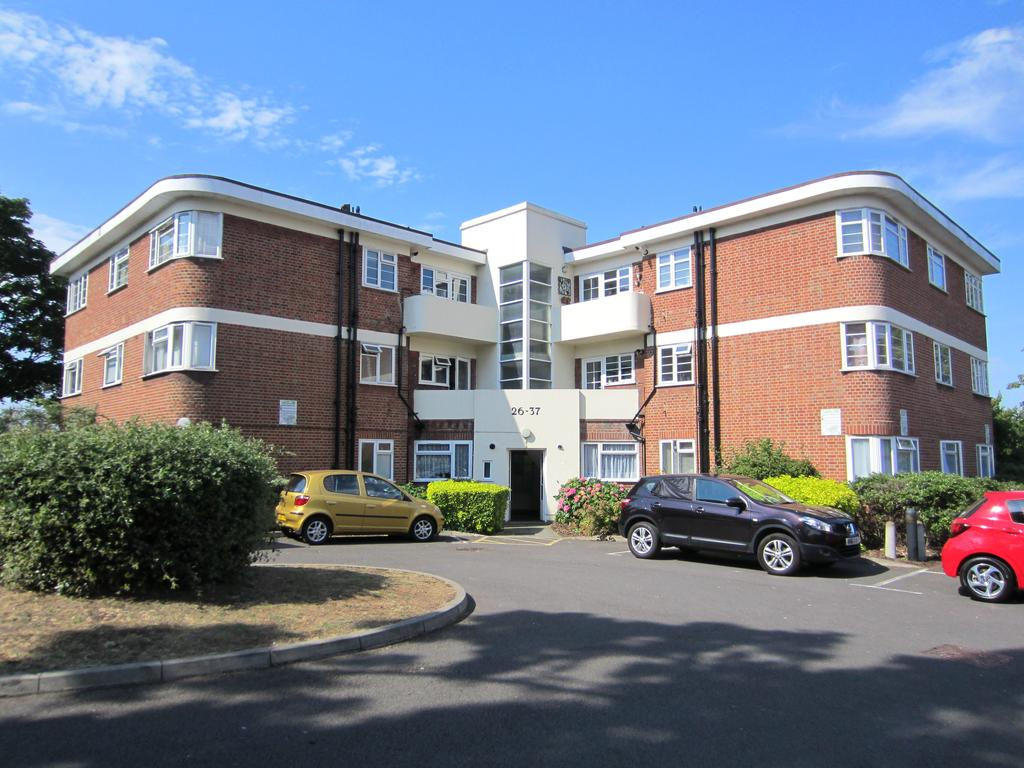 2 Bedrooms Flat for sale in Benwood Court, Benhill Wood Road, Sutton, Surrey SM1