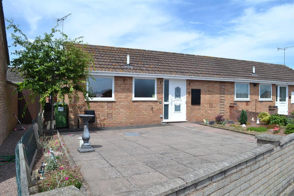 2 Bedrooms Semi Detached Bungalow for sale in Buckfield Road, Leominster