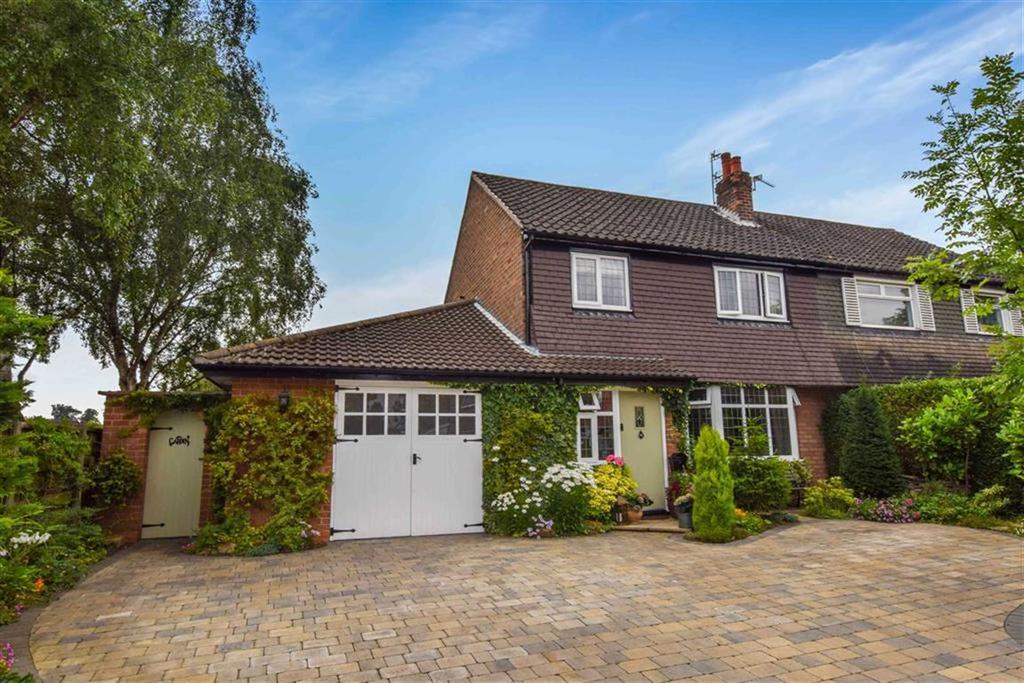 3 Bedrooms Semi Detached House for sale in Woodhouse Road, Urmston