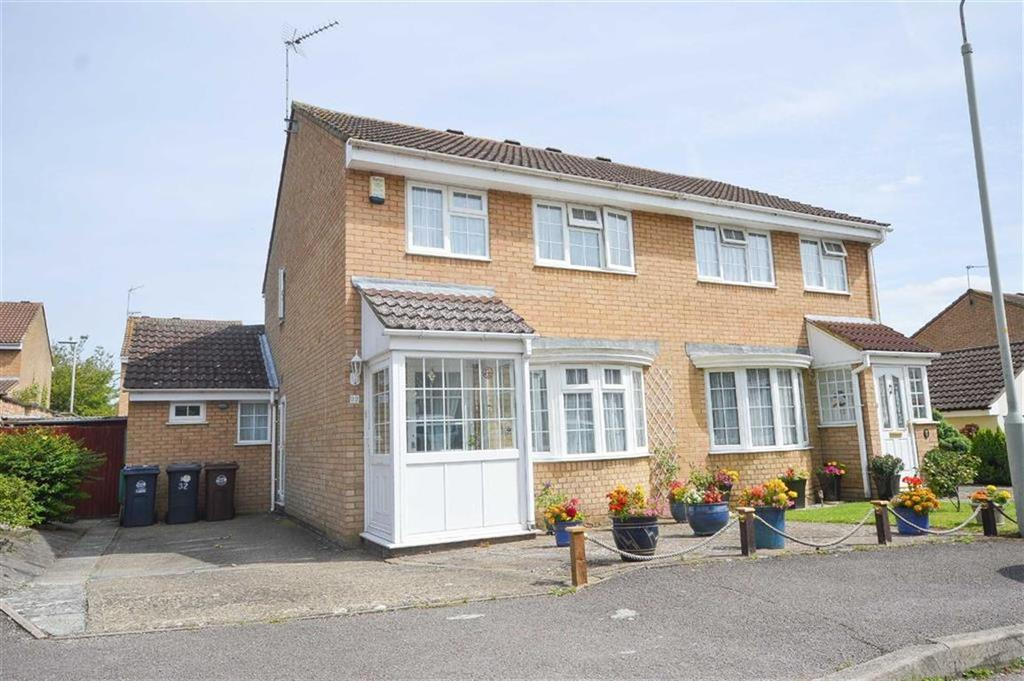 3 Bedrooms Semi Detached House for sale in Delfcroft, Ware, Hertfordshire, SG12