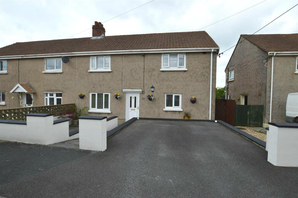 3 Bedrooms Semi Detached House for sale in Drefach