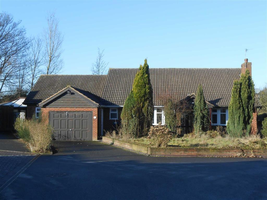 3 Bedrooms Detached Bungalow for sale in Dukes Grove, Bloxwich, Walsall