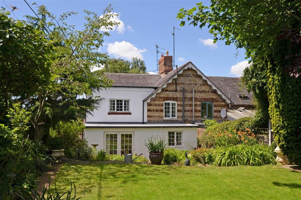 4 Bedrooms Cottage House for sale in Courteenhall Road, Blisworth