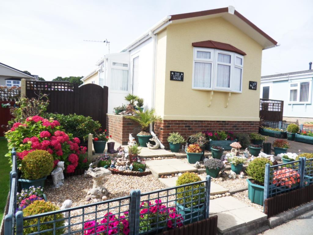 2 Bedrooms Park Home Mobile Home for sale in Medina Park, Folly Lane, East Cowes