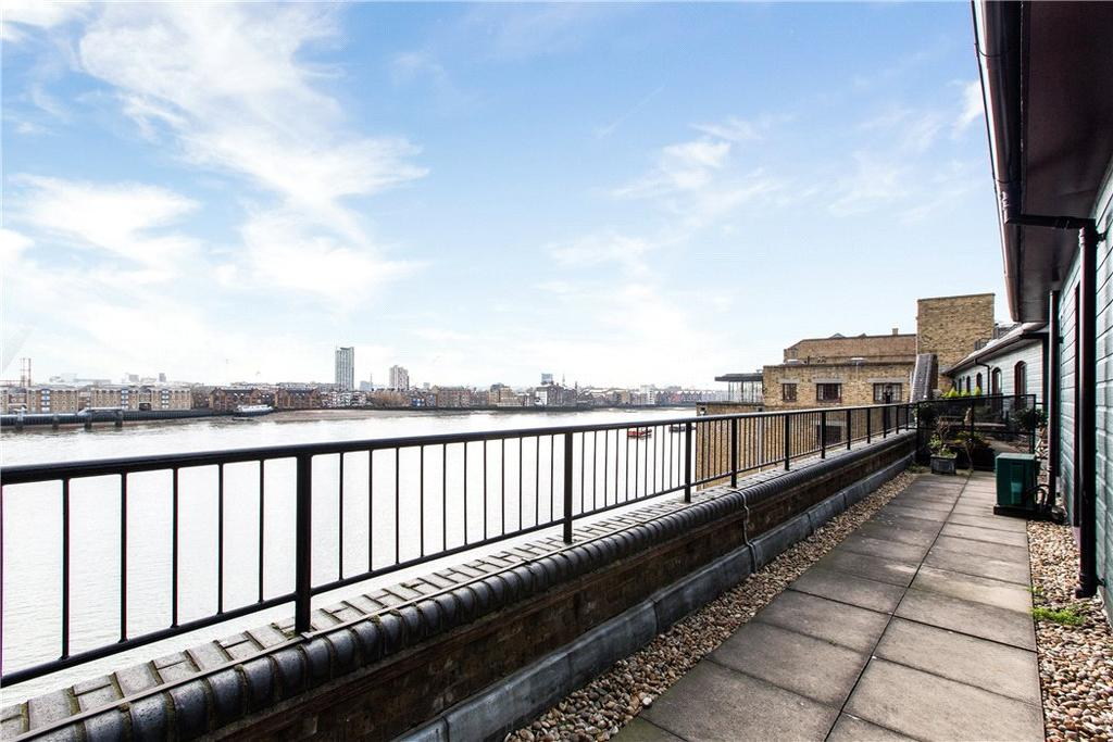 2 Bedrooms Flat for sale in Great Jubilee Wharf, 78 Wapping Wall, Wapping, London, E1W