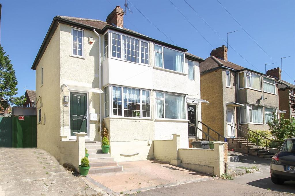 2 Bedrooms Semi Detached House for sale in Third Avenue