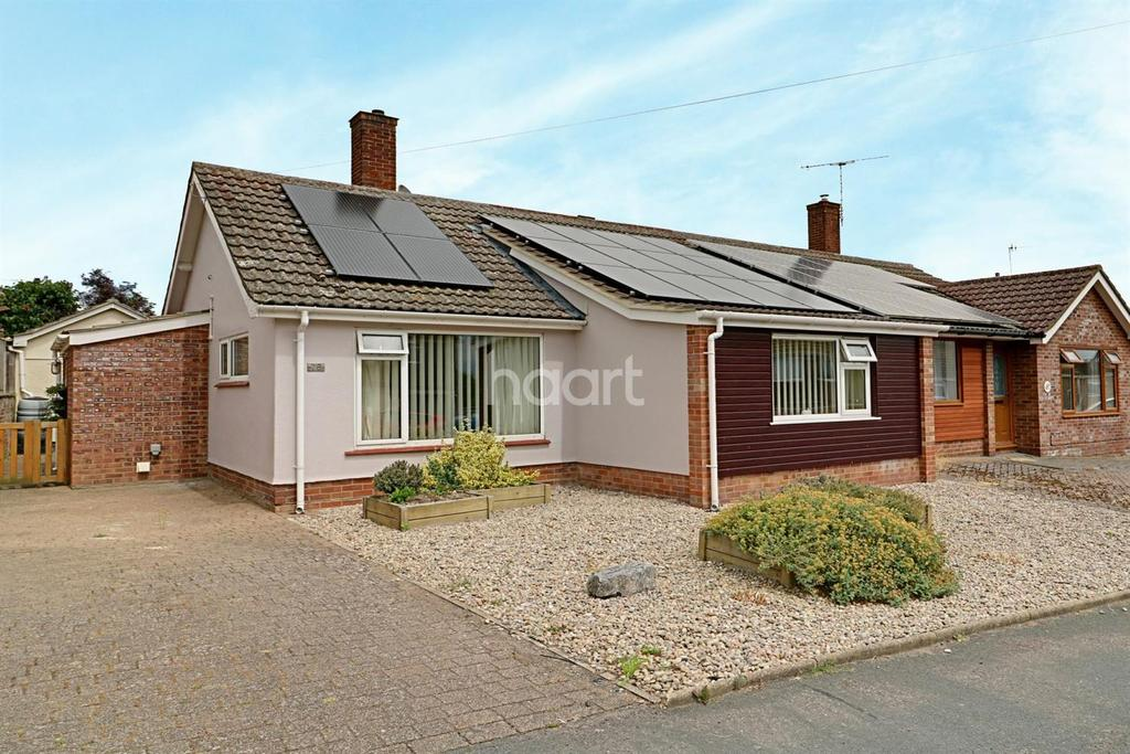 3 Bedrooms Bungalow for sale in Bedingfield Crescent, Halesworth