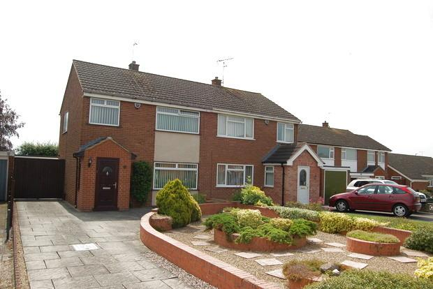 3 Bedrooms Semi Detached House for sale in Amesbury Road, Little Hill,Wigston, Leicester, LE18