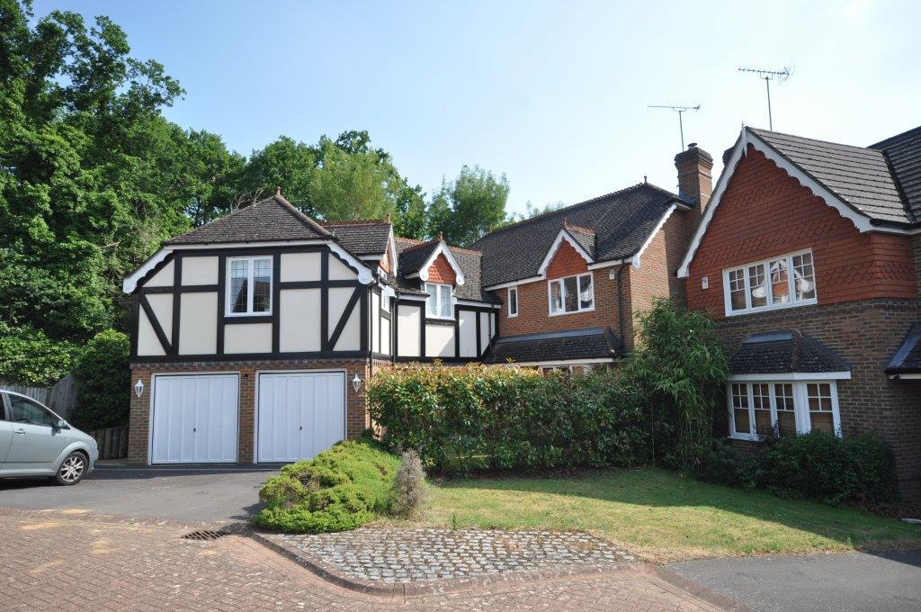 5 Bedrooms Detached House for sale in Tithe Close, Virginia Water