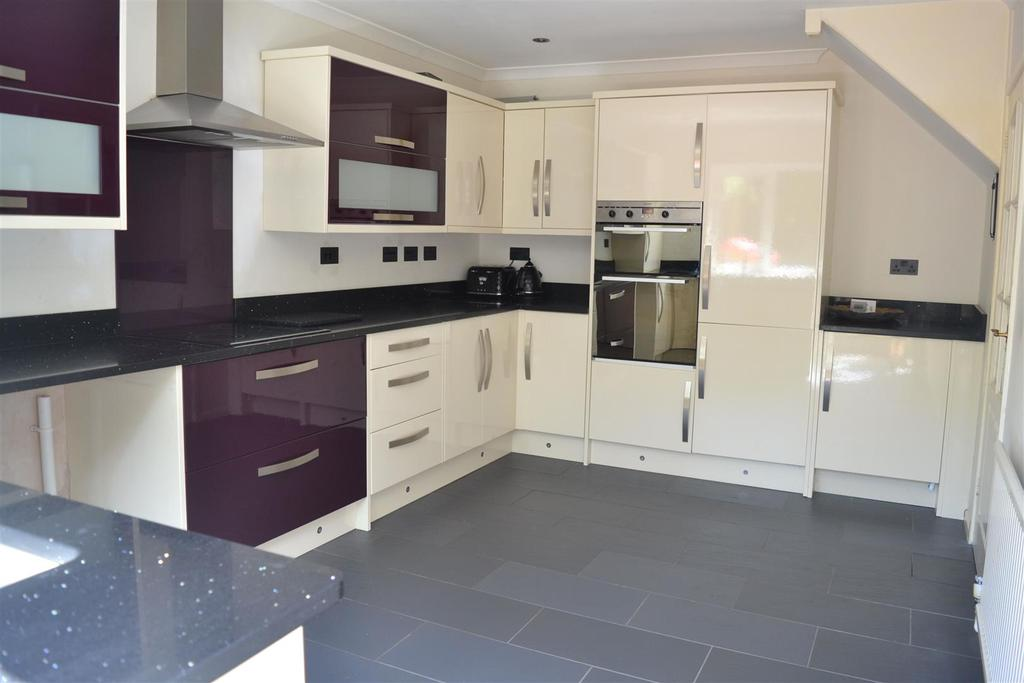 3 Bedrooms Detached House for sale in Maes Yr Efail, Dunvant, Swansea