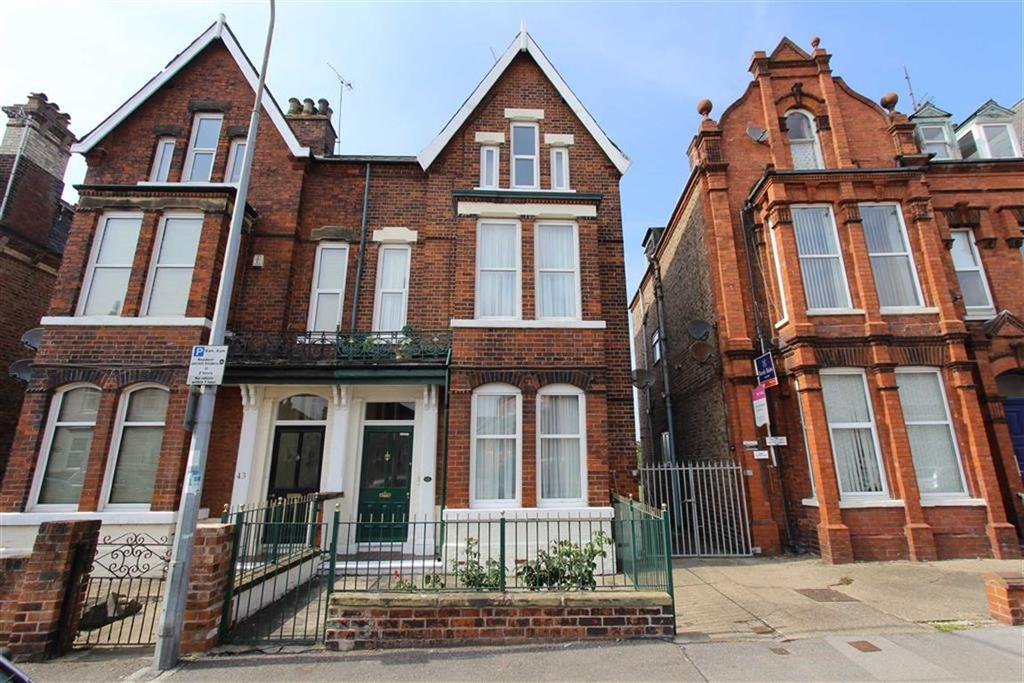 5 Bedrooms Semi Detached House for sale in Victoria Road, Bridlington, East Yorkshire, YO15