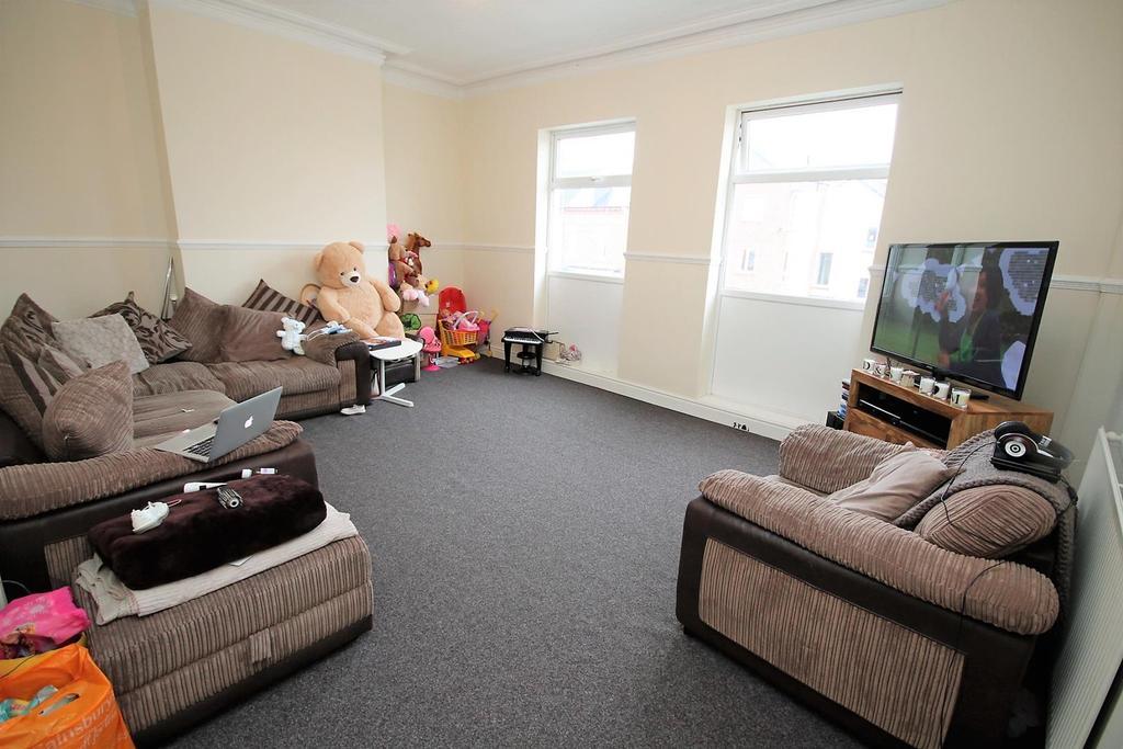 4 Bedrooms Flat