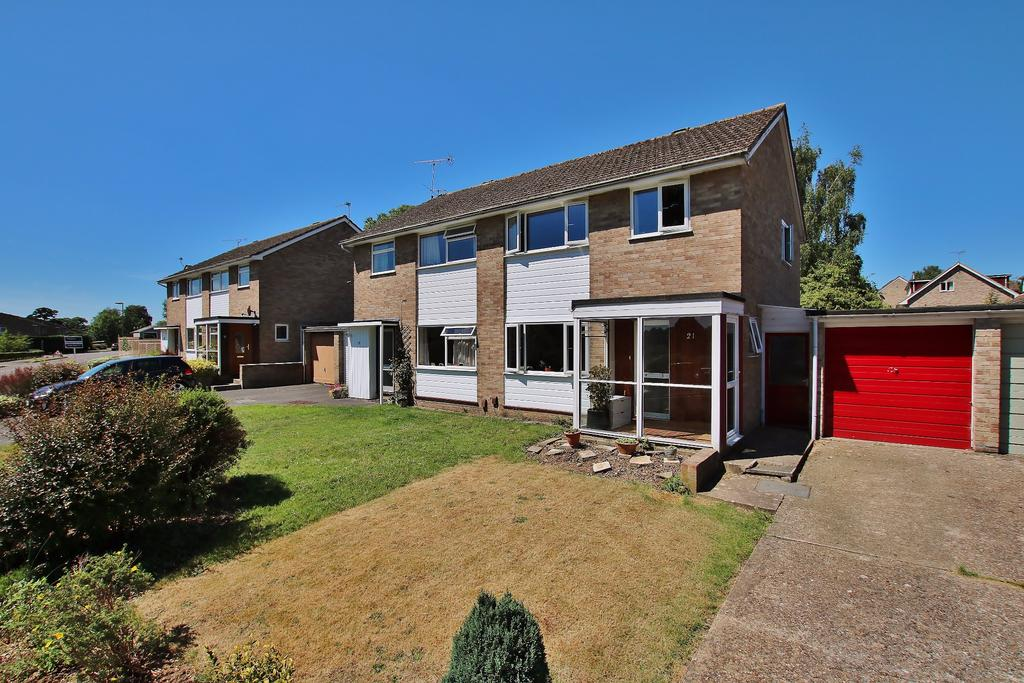 3 Bedrooms Semi Detached House for sale in Abbotts Barton, Winchester