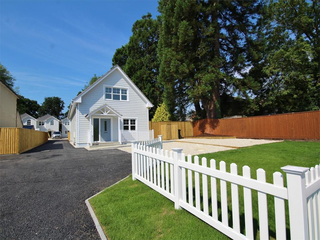 3 Bedrooms Detached House for sale in Blandford Road, Hamworthy, POOLE, Dorset