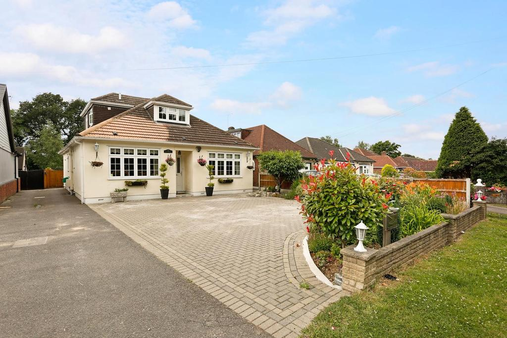 4 Bedrooms Detached House for sale in Oak Hill Road, Stapleford Abbotts, Romford, Essex, RM4