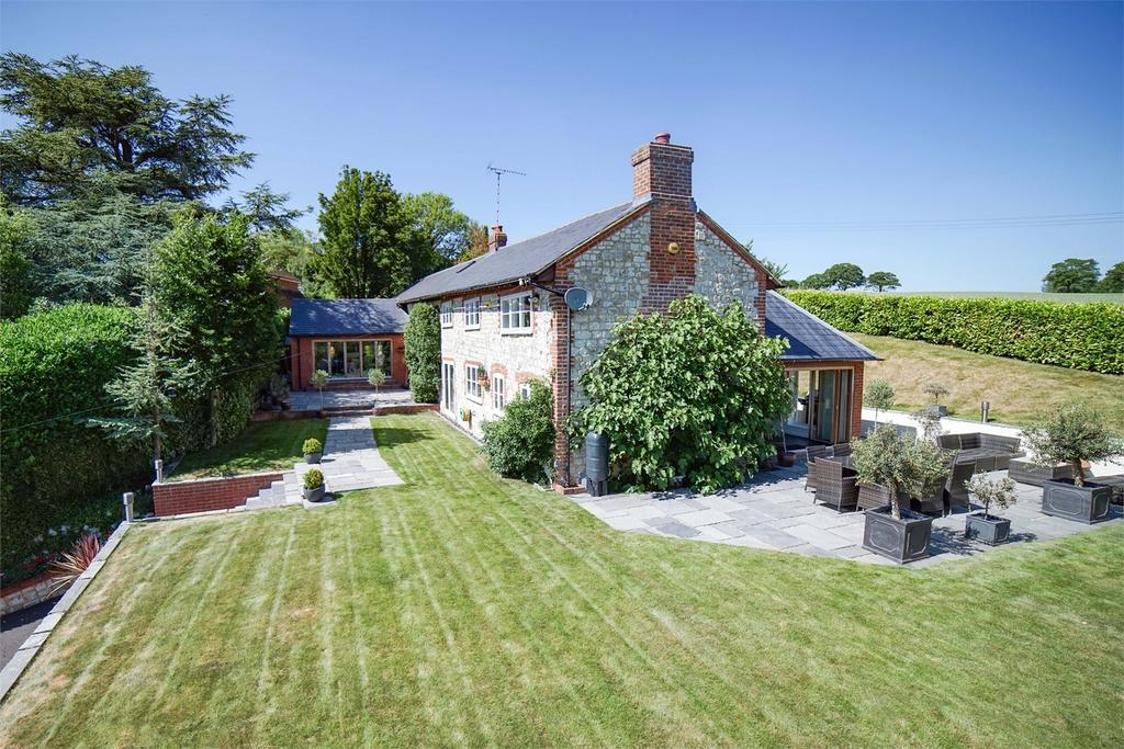 5 Bedrooms Detached House for sale in Dippenhall, Farnham, Surrey