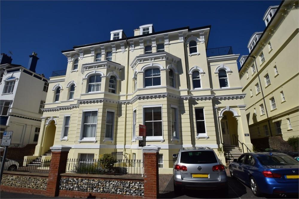 2 Bedrooms Flat for sale in Burlington Place, Central, East Sussex