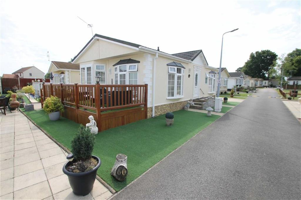 2 Bedrooms Mobile Home for sale in The Spinney, Clacton-on-Sea