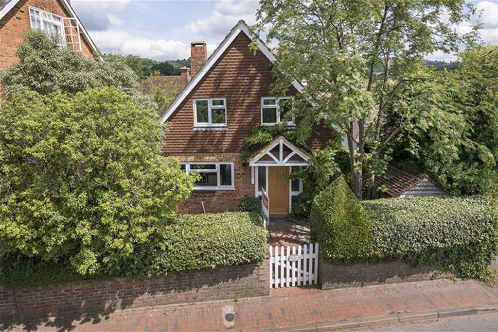 4 Bedrooms Detached House for sale in Windmill Road, Weald, TN14