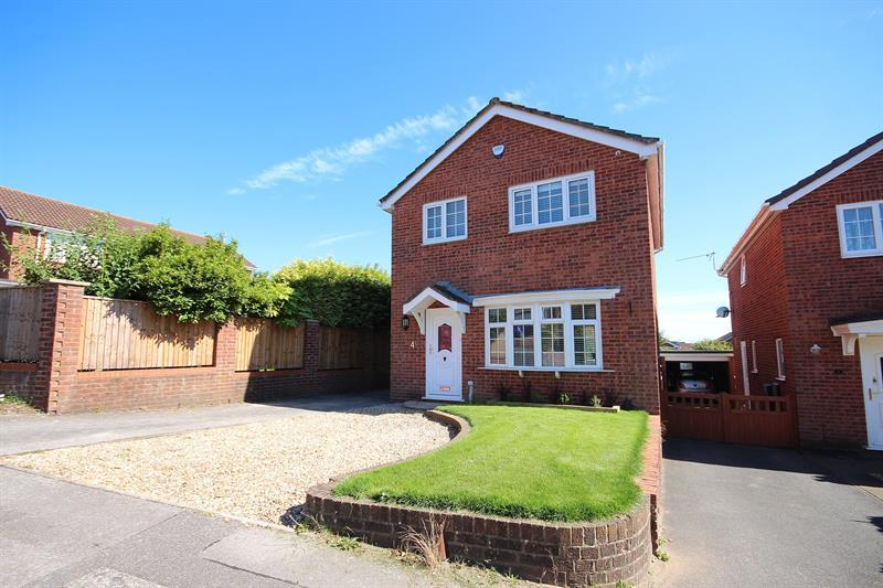 3 Bedrooms Detached House for sale in Hawkchurch Gardens, Canford Heath, Poole